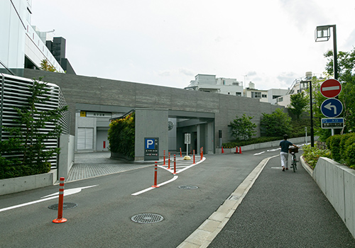 5.東郷神社の駐車場(徒歩4分)
